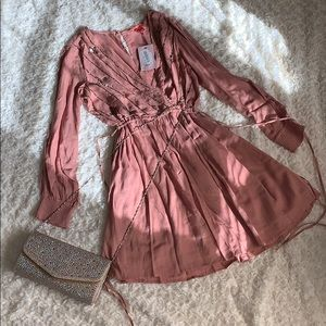 Beautiful casual dress new whit tags